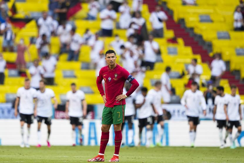 Cristiano Ronaldo dari Portugal bereaksi selama pertandingan sepak bola babak penyisihan grup F UEFA EURO 2020 antara Portugal dan Jerman di Munich, Jerman, 19 Juni 2021.