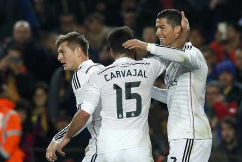 Cristiano Ronaldo (kanan) dan Toni Kroos (kiri) dalam salah satu laga Real Madrid.