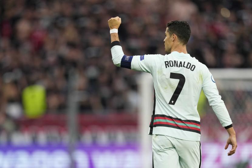 Cristiano Ronaldo melakukan selebrasi usai mencetak gol ke gawang Hungaria di Piala Euro 2020.