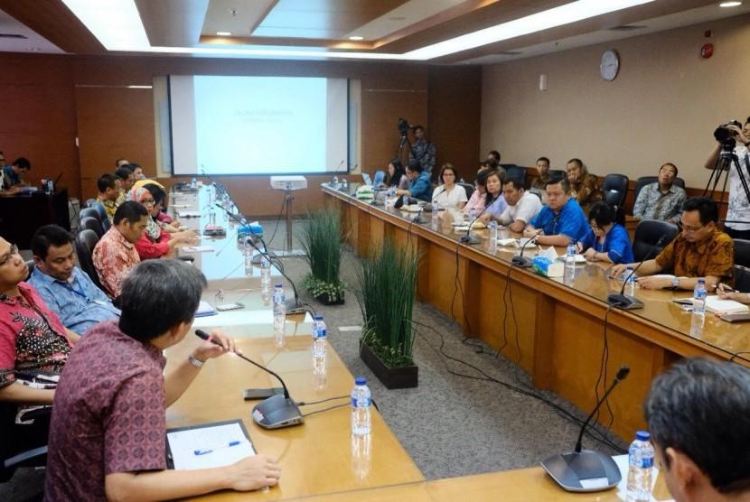 Customs Talk 'Sharing Session Program Penguatan Reformasi Direktorat Jenderal Bea Cukai (DJBC)' Jumat (7/7).