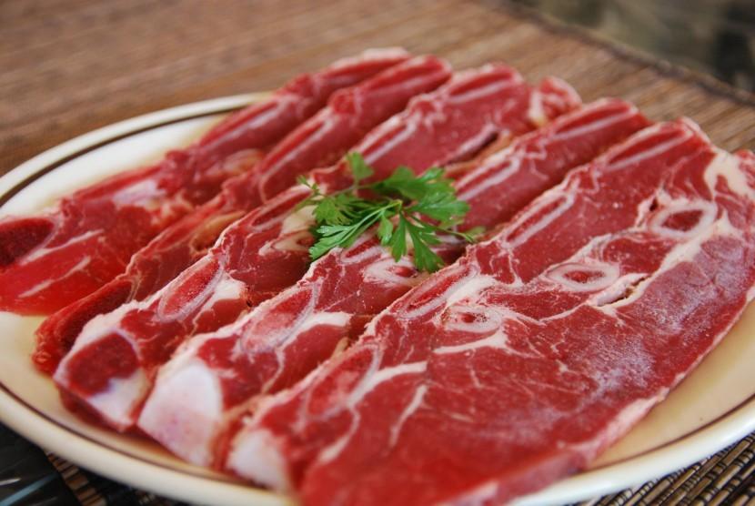 Daging merah, salah satu makanan uyang mengandung lemak trans.