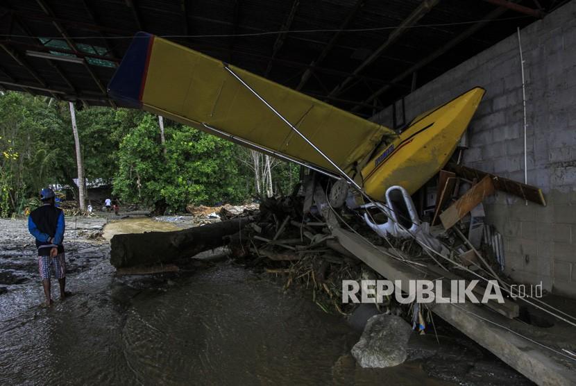 TNI Kerahkan Bantuan Tangani Banjir Sentani