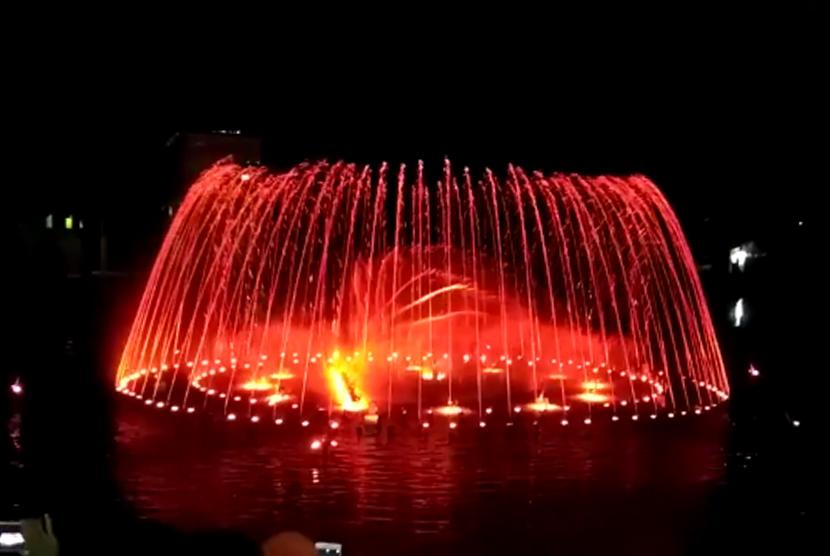 Dancing fountain atau air terjun menari