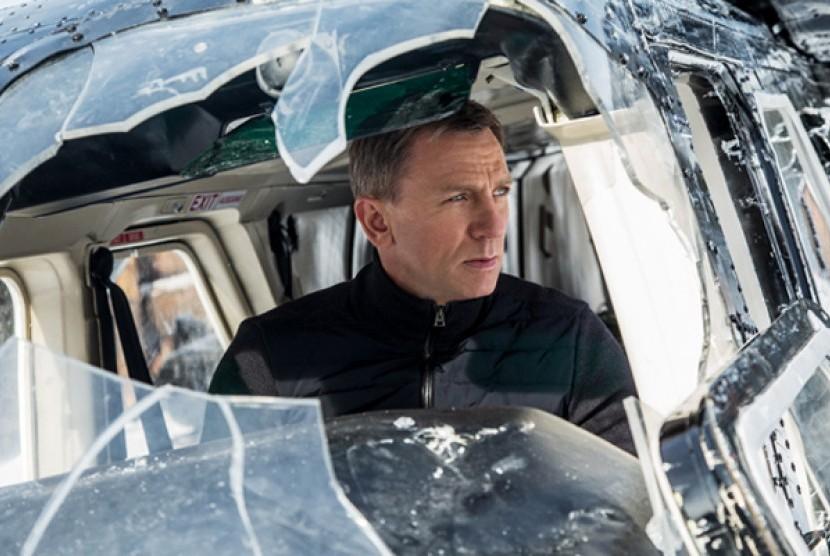 Daniel Craig pemeran James Bond dalam film Spectre