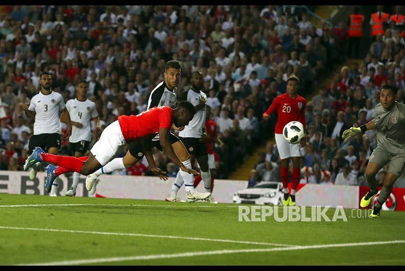Danny Wellbeck mencetak gol ke gawang Kostarika  pada pertandingan persahabatan antara Inggris melawan Kostarika di  Elland Road, Leeds, Inggris, Jumat (8/6) dini hari,