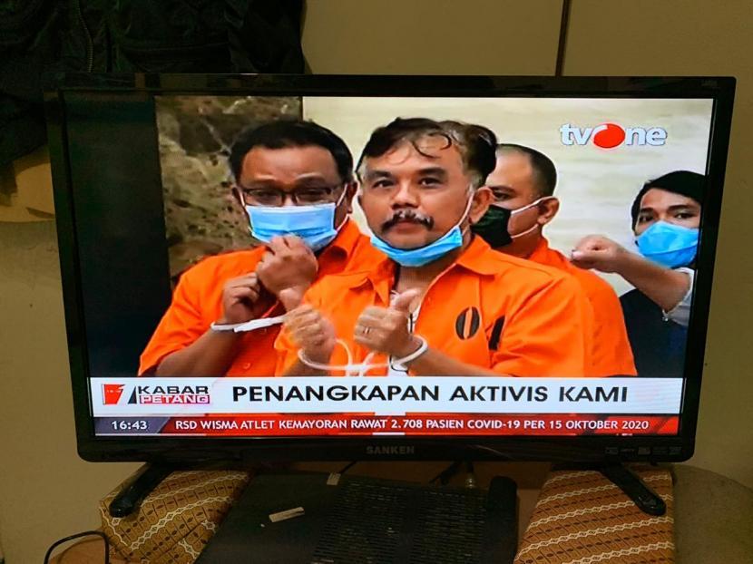 Deklarator Koalisi Aksi Masyarakat Indonesia (KAMI) Syahganda Nainggolan, Jumhur Hidayat, dan Anton Permana diborgol.