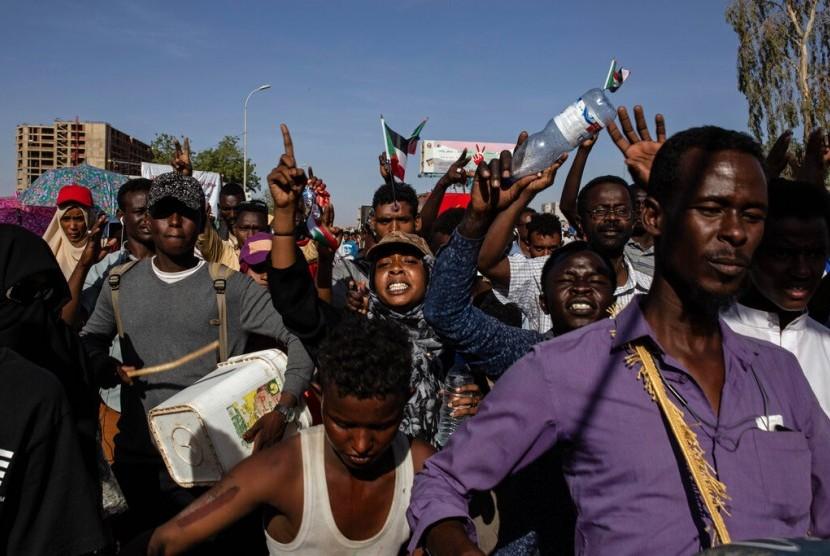 Demonstrasi di Khartoum, Sudan pada 15 April 2019.