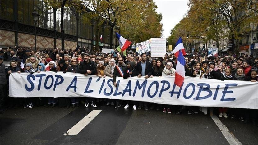 LSM Desak Uni Eropa Selidiki Isu Islamofobia di Prancis. Demonstrasi menentang islamofobia di Prancis.