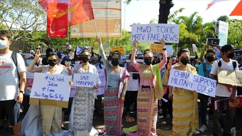 Demontrasi menentang kudeta militer Myanmar.