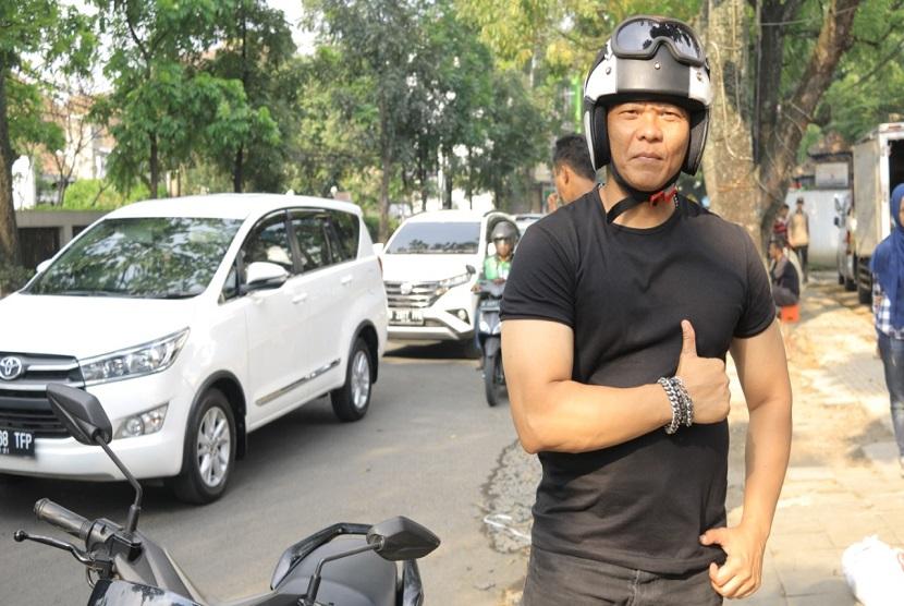 Deny Firdaus pemeran Murad dalam serial Preman Pensiun. Preman Pensiun akan diangkat ke layar lebar dan dijadwalkan diputar 17 Januari 2019
