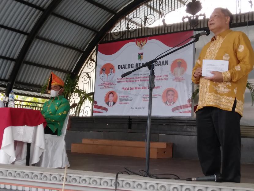 Deputi Bidang Hubungan Antar Lembaga, Sosialisasi, Komunikasi, dan Jaringan BPIP Prakoso saat menjadi pembicara kunci dalam Dialog Kebangsaan bertajuk Rajut Erat Nilai-Nilai Pancasila di Kota Palu, Jumat (18/6).