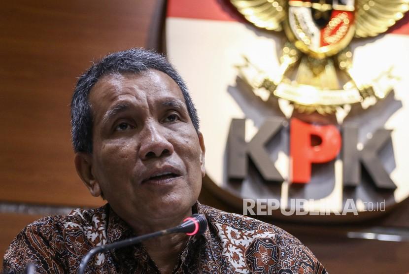 Deputi Bidang Pencegahan KPK Pahala Nainggolan memberikan keterangan pers terkait hasil kajian sektor kelistrikan di Gedung KPK, Jakarta, Jumat (6/3/2020).