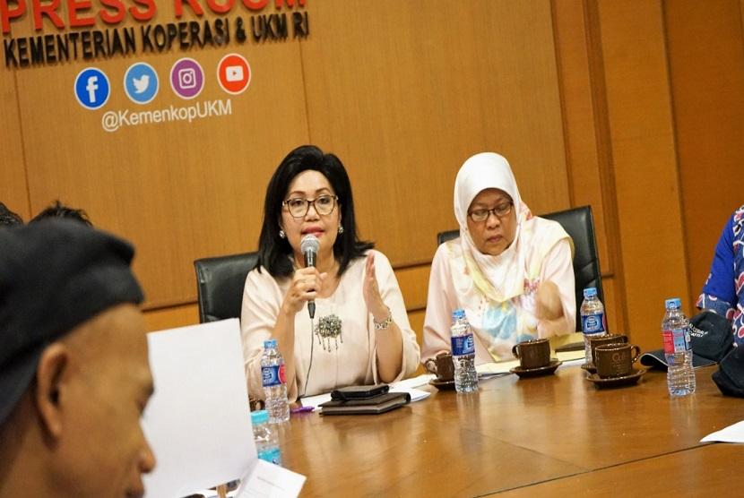 Deputi Bidang Produksi dan Pemasaran Kementerian Koperasi dan UKM Victoria Br Simanungkalit