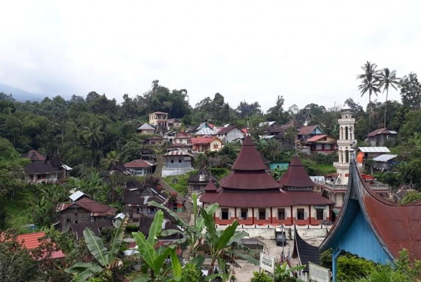 Desa Terindah. Nagari Tuo Pariangan di Kabupaten Tanah Datar, Sumbar yang dinobatkan sebagai Desa Terindah di dunia oleh Media wisata ternama dari Amerika Serikat Travel Budget