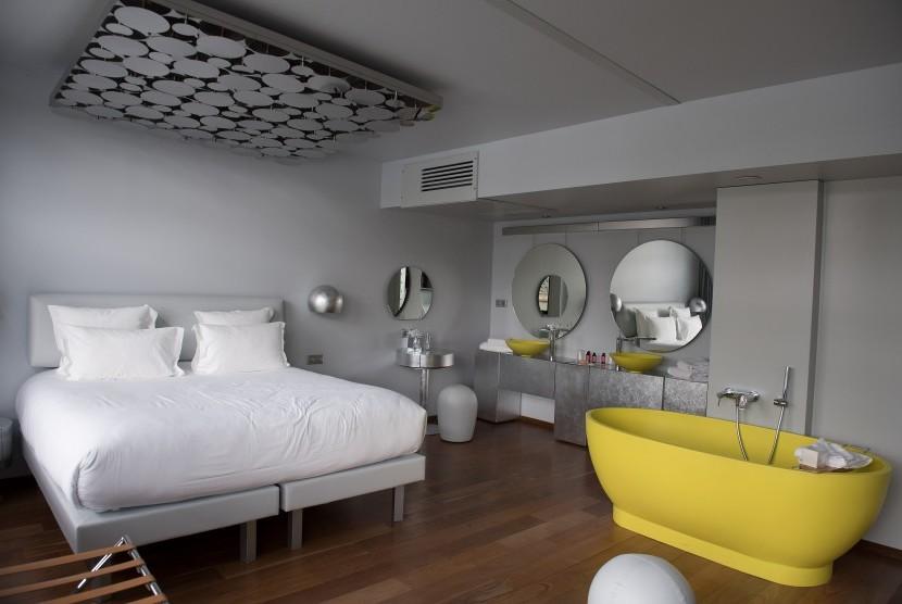 Desain interior hotel yang menarik menjadi daya tarik tersendiri bagi tamu.