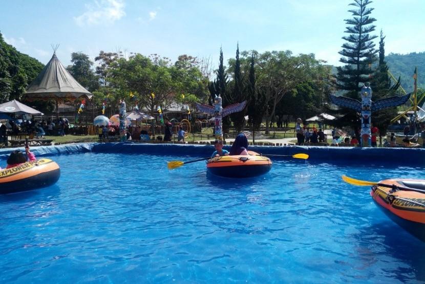 De Ranch Dan Floating Market Lembang Diserbu Pelancong