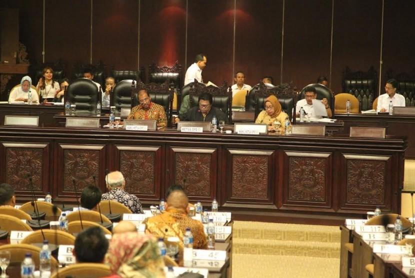 Dewan Perwakilan Daerah Republik Indonesia (DPD RI) mengesahkan Pertimbangan DPD RI terhadap Kerangka Ekonomi Makro dan Pokok-Pokok Kebijakan Fiskal (KEM PPKF) serta Dana Transfer ke Daerah dalam RUU APBN Tahun Anggaran 2018.
