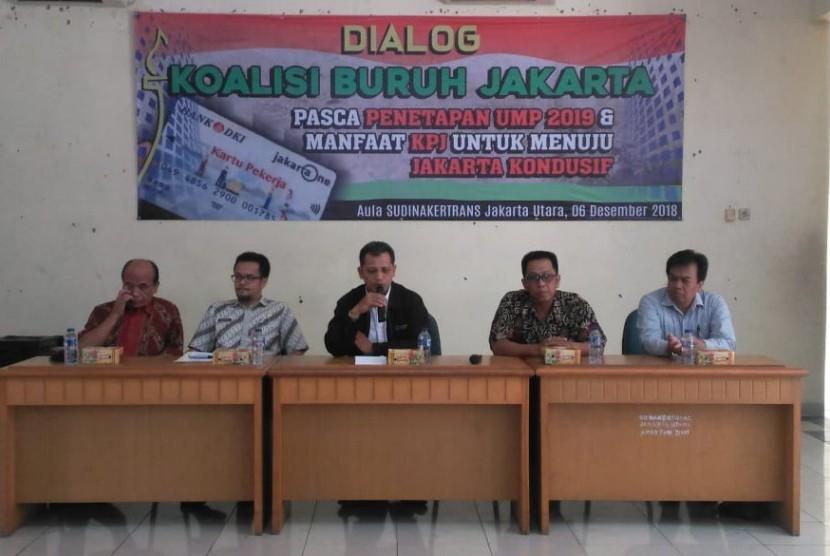 Dialog tripartit di kantor Suku Dinas Tenaga Kerja dan Transmigrasi Jakarta Utara, Kamis (6/12).