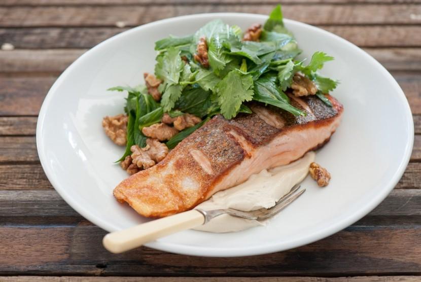Diet MIND. Pola makan diet MIND menganjurkan konsumsi ikan serta sayuran hijau.