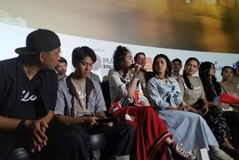 Dilan 1991. Seluruh cast Dilan 1991 dalam konferensi pers di Cihampelas Walk, Jalan Cihampelas, Kota Bandung, Ahad (24/2).