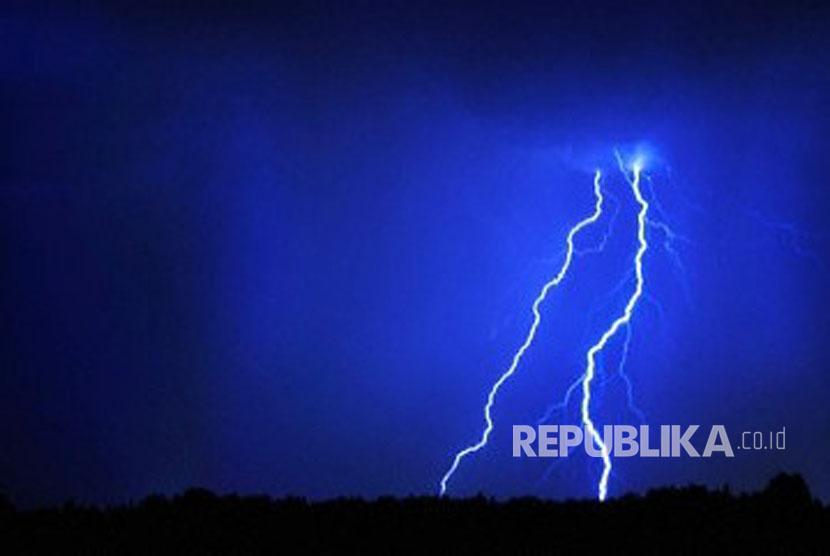 Hujan-petir (ilustrasi)