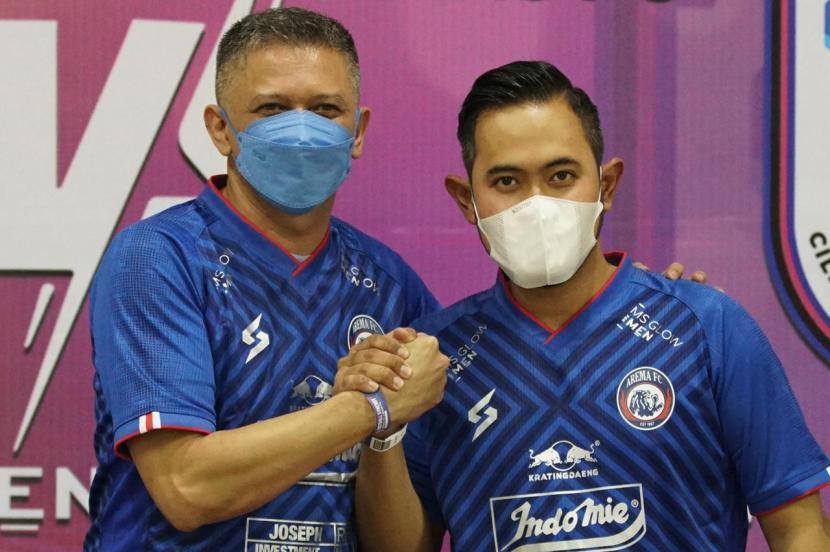 Direksi Arema FC menunjuk pengusaha Gilang Widya Pramana menjadi Presiden Arema FC untuk tiga tahun mendatang.