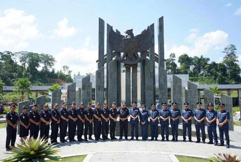 Direktorat Jenderal Bea Cukai dan Royal Malaysian Customs Department mengadakan pertemuan di Post Lintas Batas Negara (PLBN),  Selasa (10/7).