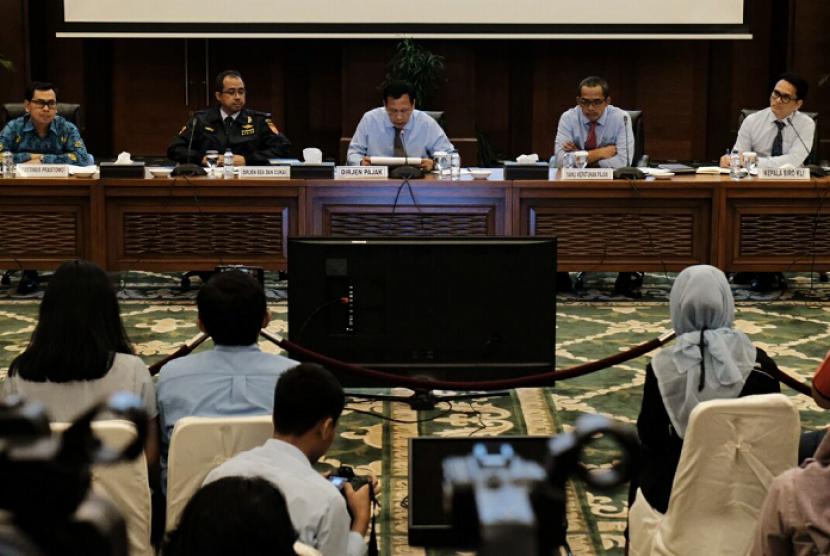 Direktorat Jenderal Pajak (DJP) dan Direktorat Jenderal Bea dan Cukai (DJBC) bersinergi mempermudah layanan untuk masyarakat.