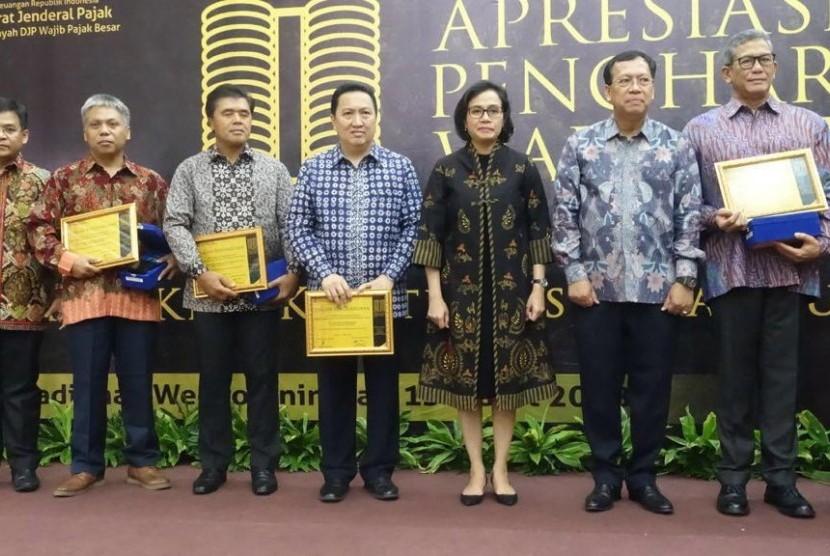 Direktorat Jenderal Pajak (DJP) memberikan penghargaan wajib pajak besar kepada beberapa berusahaan, salah satunya PT Adaro Indonesia.