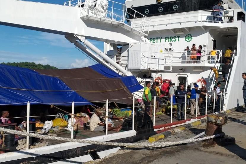 Direktorat Jenderal Perhubungan Laut Kementerian Perhubungan mengerahkan Kapal Negara Kenavigasian KN Yefyus milik Distrik Navigasi Kelas I Sorong. Kapal ini diperbantukan mengangkut penumpang yang tidak terangkut di Pulau Ayau, Pulau Fani dan Distrik Kabare, Papua Barat.