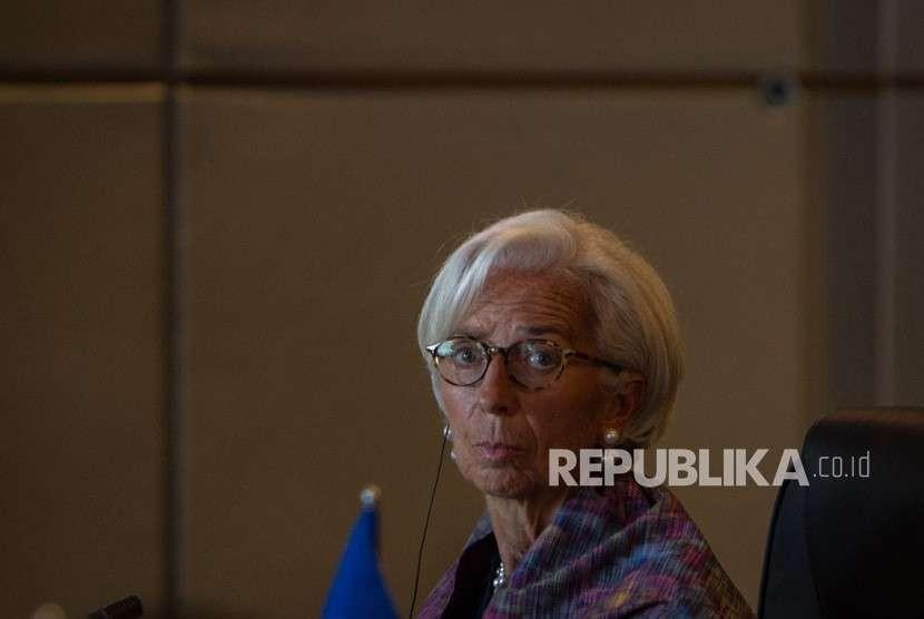 Direktur Pelaksana IMF Christine Lagarde mengikuti pertemuan ASEAN Leaders Gathering yang diikuti para kepala negara/pemerintahan negara-negara ASEAN, sekjen ASEAN, presiden Grup Bank Dunia, sekjen PBB di Hotel Sofitel, Nusa Dua, Bali, Kamis (11/10).