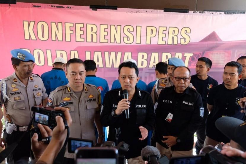 Direktur Reskrimum Polda Jabar Kombes Iksanto Bagus (tengah).