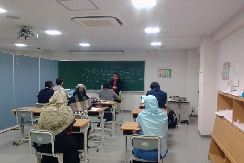 Direktur SIT Nurul Fikri, Rahmat S Syehani berbagi pengalaman SIT Nurul Fikri di YUAI International Islamic School (YUAI IIS), Jepang.