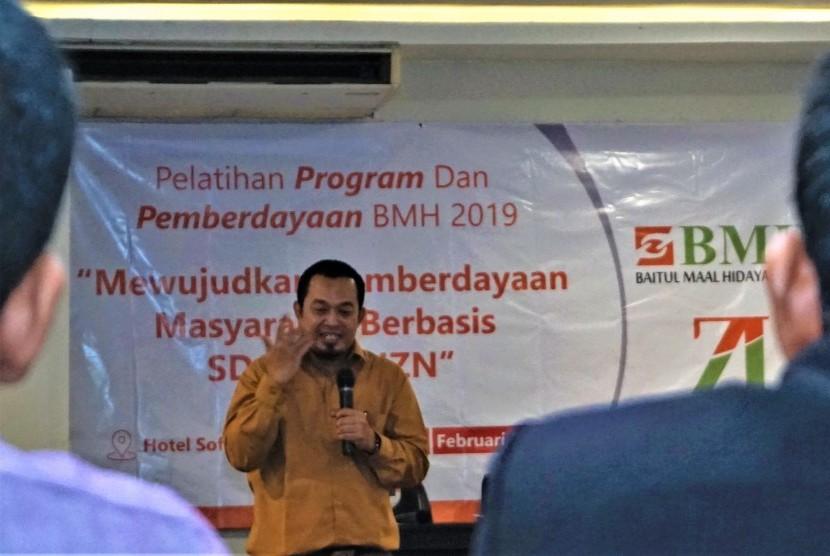 Direktur Utama Laznas BMH Marwan Mujahidin saat memberikan paparan pada sesi pembukaan Pelatihan Program dan Pemberdayaan BMH 2019 di Hotel Sofyan Tebet, Jakarta Selatan.