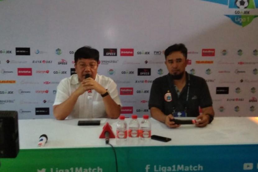 Direktur Utama Persija Jakarta, Gede Widiade dalam konferensi pers di Stadion PTIK, Jakarta, Sabtu (30/6).