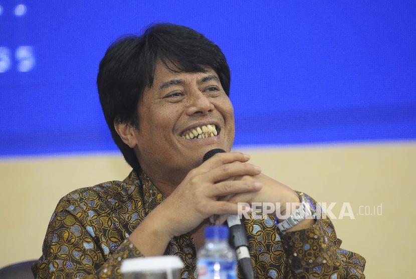 Direktur Utama Pertamina Elia Massa Manik memberikan keterangan kepada wartawan seusai Rapat Umum Pemegang Saham (RUPS) Pertamina di Gedung Utama Pertamina, Jakarta, Kamis (16/3).
