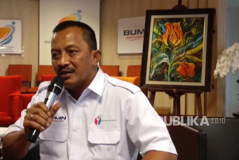 Direktur Utama Perusahaan Gas Negara (PGN) (Persero) Jobi Triananda Hasjim memberikan pernyataan pada peresmian pembentukan induk perusahaan (holding) minyak dan gas (migas) di Kementerian BUMN, Rabu (11/4).