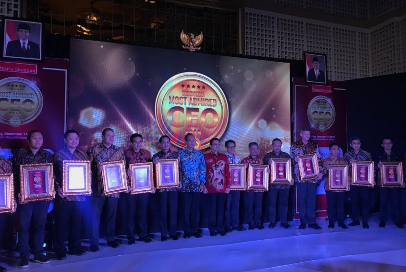 Direktur Utama PT Pegadaian (Persero) Sunarso untuk pertama kalinya meraih penghargaan Most Admired CEO Award 2018.