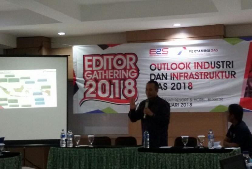 Direktur Utama PT Pertamina Gas (Pertagas) Sukohartono tengah memaparkan mengenai kondisi industri dan infrastuktur gas nasional di Bogor, Jumat (2/2).