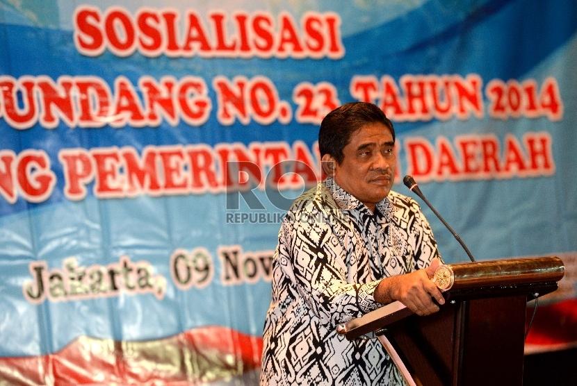 Dirjen OTDA Kementerian Dalam Negeri Soni Sumarsono memberikan paparan saat pembukaan sosialisasi undang-undang di Jakarta, Senin (9/11).