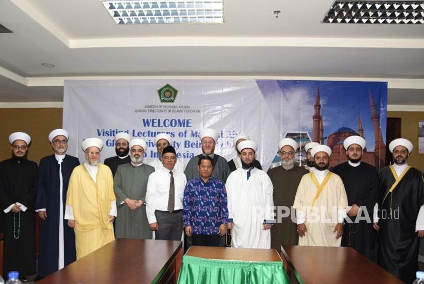 Dirjen Pendidikan Islam Kamaruddin Amin foto bersama para dosen Ma'had Aly dari Global University Beirut Lebanon