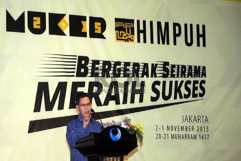 Dirjen PHU (Pengelenggara Haji Umroh) Kemenag Abdul Djamil memberikan kata sambutanya sekaligus membuka acara Musyawarah Kerja HIMPUH 2015 di Jakarta. Senin (2/11).