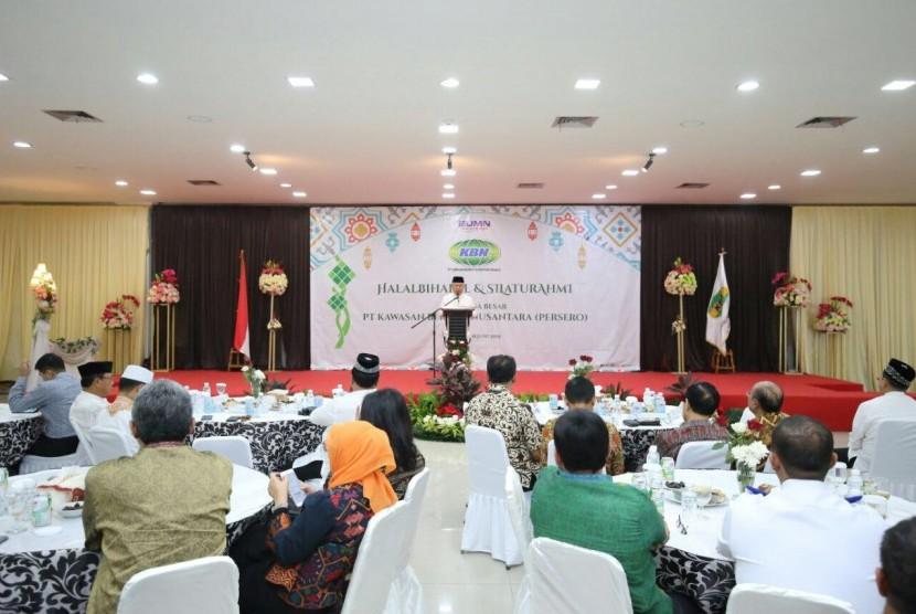 "Dirut PT. KBN Persero, H.M Sattar Taba saat menyampaikan sambutan pada acara ""Halal Bihalal dan Silaturahmi"" yang dihadiri oleh para pimpinan, mitra kerja, calon investor serta karyawan PT. KBN (Persero) di Jakarta, Selasa (18/06)."