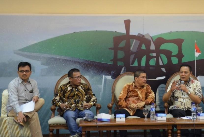 Diskusi Dialektika Demokrasi Rabu, (2/8) dengan tema Pansus KPK.