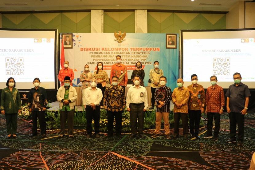 Diskusi Kelompok Terpumpun Perumusan Kebijakan Strategis Pembangunan Sistem Nasional Penyelenggaraan Diklat PIP Bagi Organisasi Sosial dan Politik di Bogor Kamis (6/5).