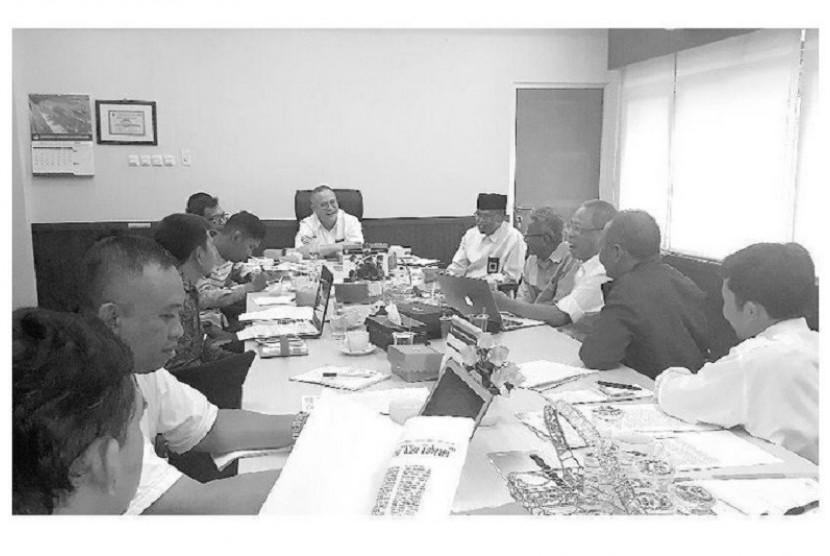 Bupati Pamekasan Dukung M Tabrani Jadi Pahlawan Nasional. Diskusi membahas Tabrani di Badan Bahasa