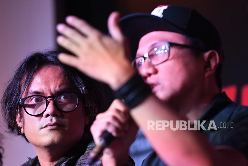 Diskusi RUU Permusikan. Musisi Viky Sianipar (kiri) dan Aktivis Koalisi Nasional Tolak RUU Permusikan Wendi Putranto menjadi pembicara dalam diskusi terkait RUU Permusikan di Galeri Foto Jurnalistik Antara, Jakarta, Sabtu, (9/3/2019).