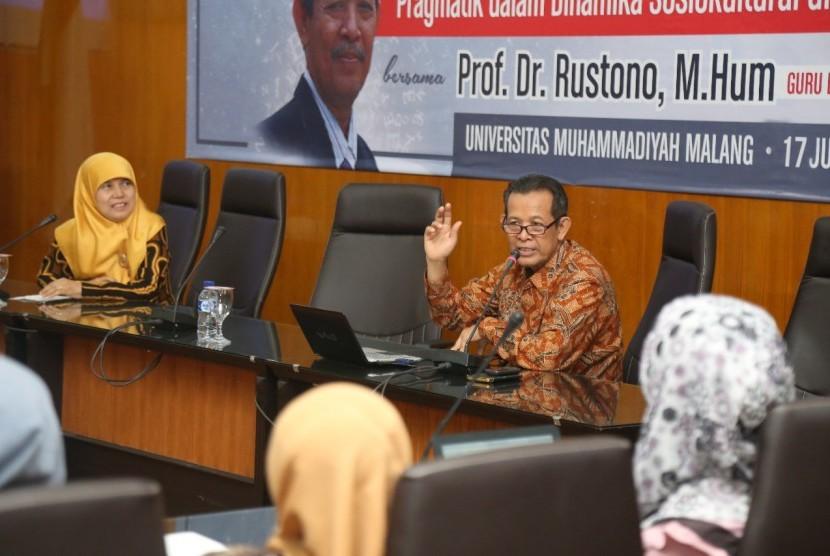Diskusi tentang tata bahasa Indonesia.