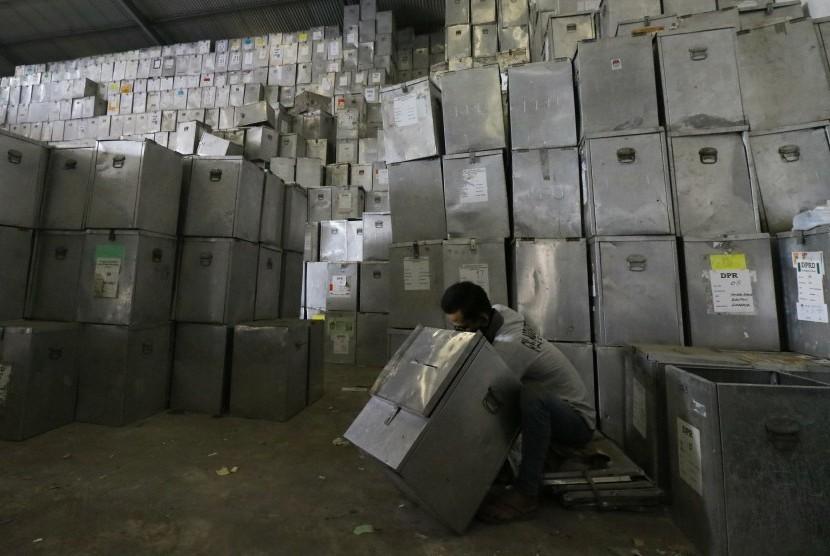 Distribusi logistik pilkada (ilustrasi).