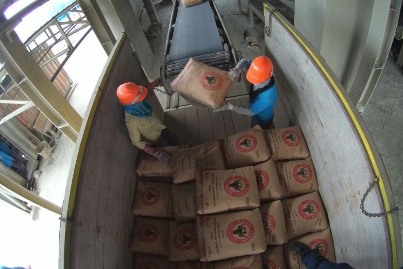 Distribusi semen padang.